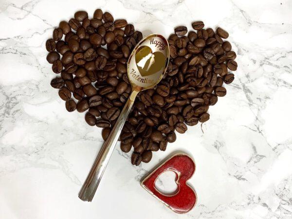 łyżeczka nierdzewna z wygrawerowanym Happy Valentine na prezent. ziarna kawy, cerzmiczne serduszko